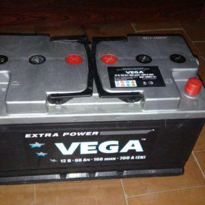 VEGA 90AH R+ 700A